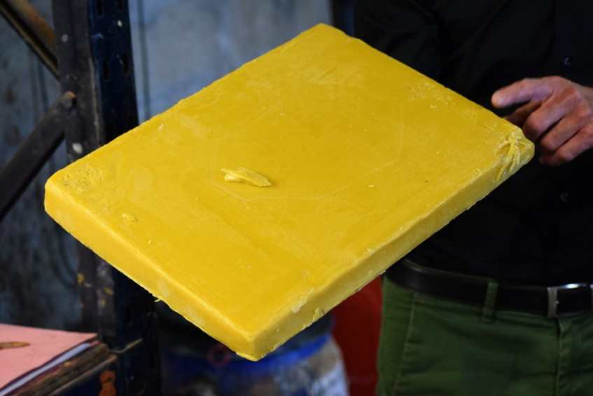 Beeswax cake for use in shoe creams and wax polishes - has a distinctive but pleasant smell