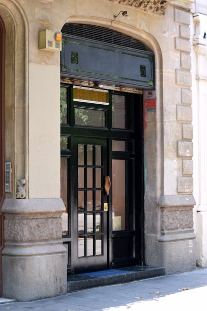 Located in the city centre just a stone's throw from Plaça de Catalunya, a wooden shoe last used as a door knob offers the only clue of what is to be found inside
