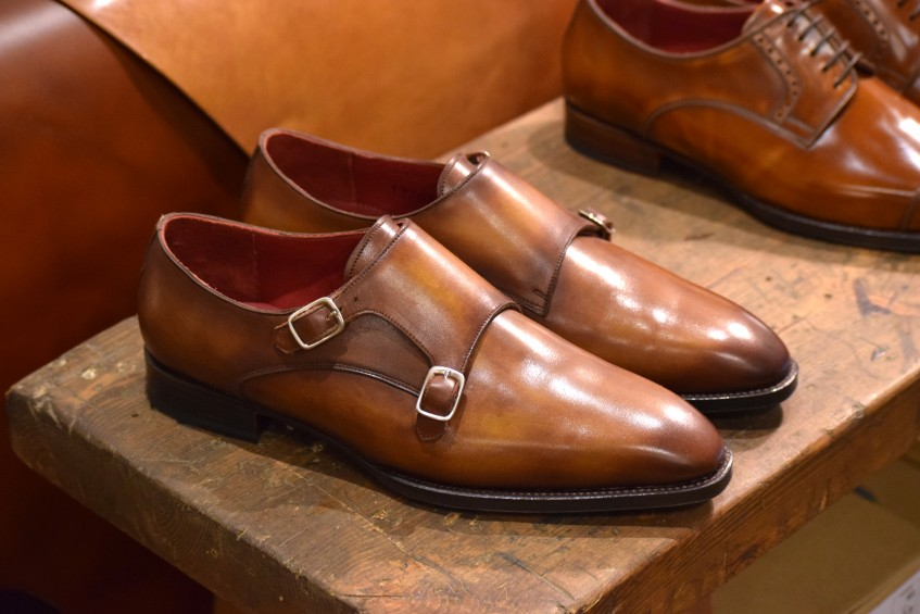 Ready-to-wear double monk strap in crust calf, from the benchmade collection - prices are 490 € without shoe trees, or 550 € including shoe trees