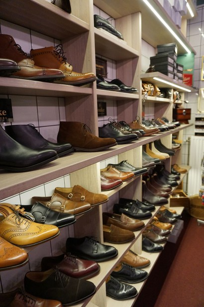 Bäckmans carries shoes from Allen Edmonds, Italigente, Johnston & Murphy, Loake and RM Williams, and are officially authorised to repair all of the mentioned brands